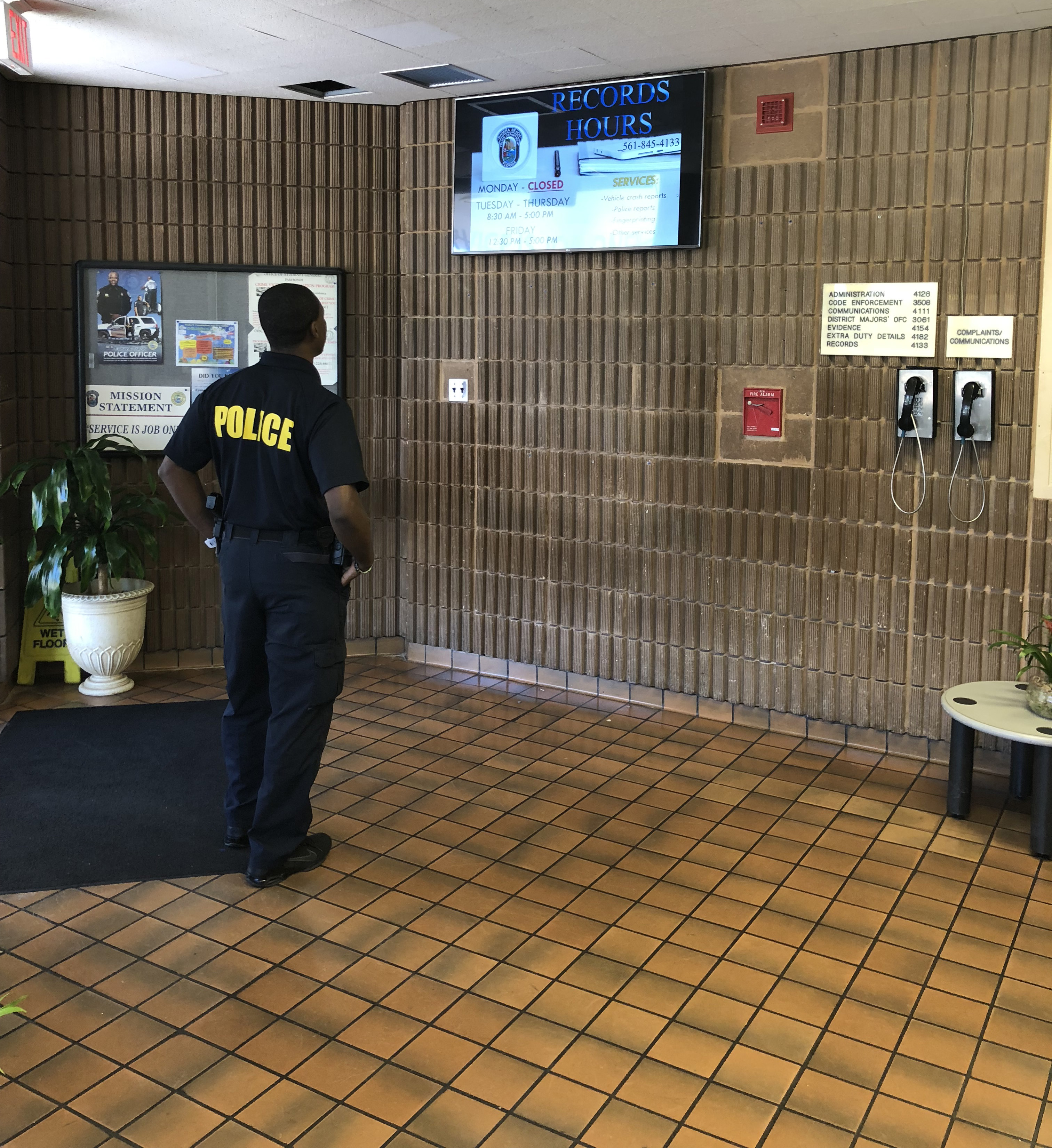 Screensaver use in public lobby